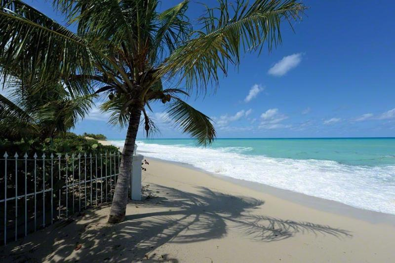 Day O...beachfront on Plum beach, St. Martin 800 480 8555 - DAY'O...enjoy the soft white sand of Plum Bay Beach at your doorstep... - Saint Martin-Sint Maarten - rentals