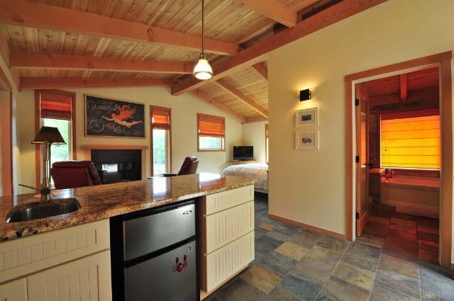 Salt Spring B&B -sparkling modern farmhouse studio - Image 1 - Salt Spring Island - rentals