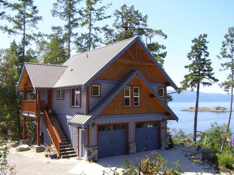 Entry porch side of Blue Orca Cottage - Blue Orca Cottage - Garden Bay - rentals