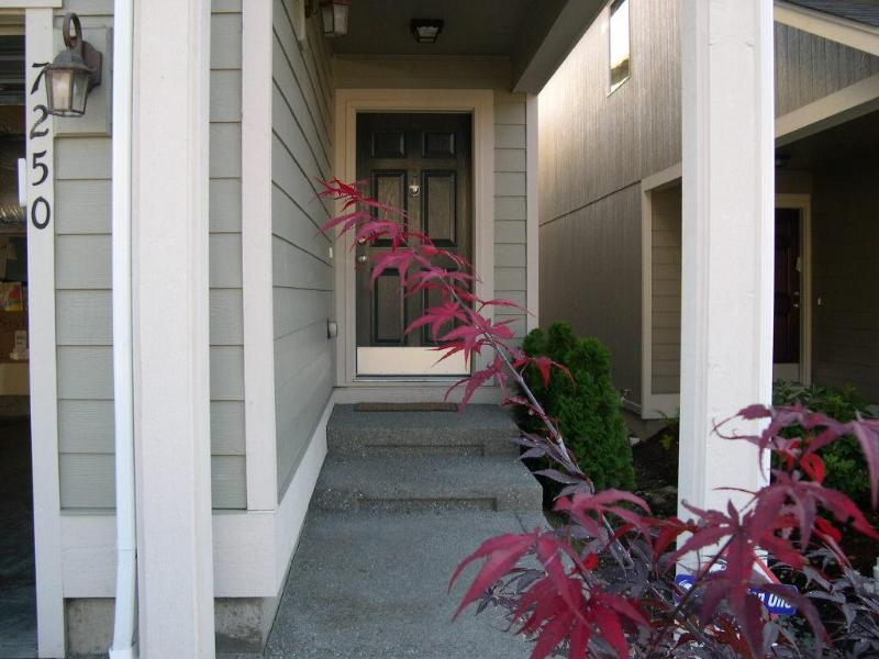 front door - TACOMA/PUYALLUP/PUGET SOUND VACATION RENTAL HOME - Puyallup - rentals