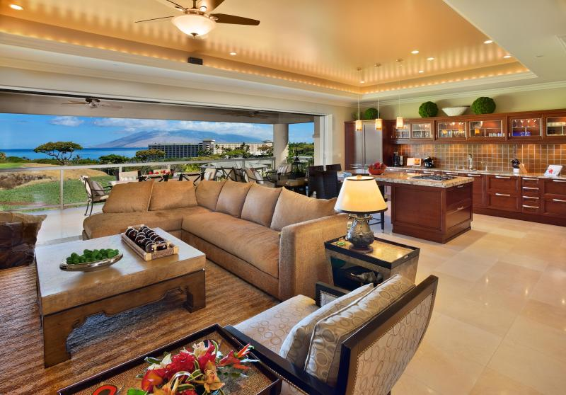 Wide open floor plan including coved lighting and sliding glass wall opening to the lanai - Ho'olei with Grand Wailea Resort Access & Views - Wailea - rentals