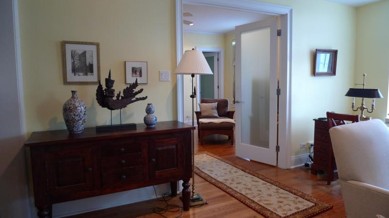 the 1 bedr apt living room - 1 or 2 bedroom elegant suites close to the lake - Chicago - rentals