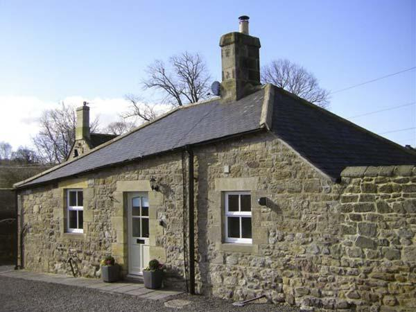 PUFFIN COTTAGE, pet friendly, with a garden in Alnmouth, Ref 7020 - Image 1 - Alnmouth - rentals