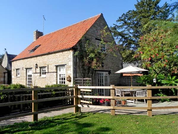 THE BARN, pet friendly, character holiday cottage, with a garden in Glinton, Ref 4548 - Image 1 - Peterborough - rentals