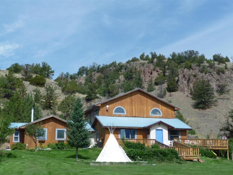 Home is where the Heart is...Feel the Embrace of the Mountain and the Expanse of the View. - Playful Mountain Home Near Yellowstone Park! - Emigrant - rentals