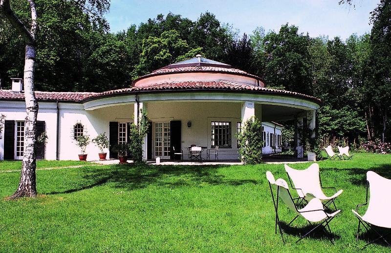Beautiful Villa with Views Close to Shore of Lake Maggiore  - Villa Arona - Image 1 - Arona - rentals