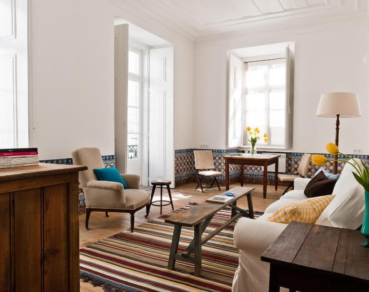 1B Fronteira livingroom - Baixa House - Serviced Apartments in Lisbon - Lisbon - rentals