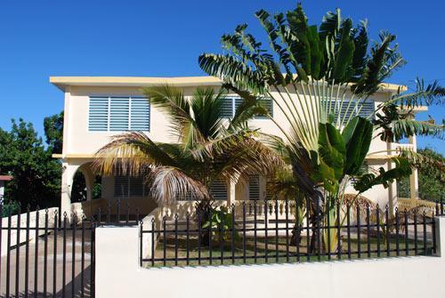 front view from street - Casa Piedra Grande - Isla de Vieques - rentals