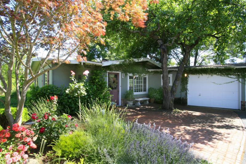 First Crush Cottage Exterior - First Crush Cottage - Healdsburg, CA - Healdsburg - rentals