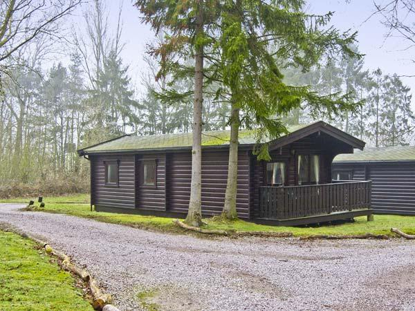 MERIDIAN LODGE, family-friendly, country holiday cottage, with golf on-site in Kenwick Woods, Ref 6809 - Image 1 - Louth - rentals