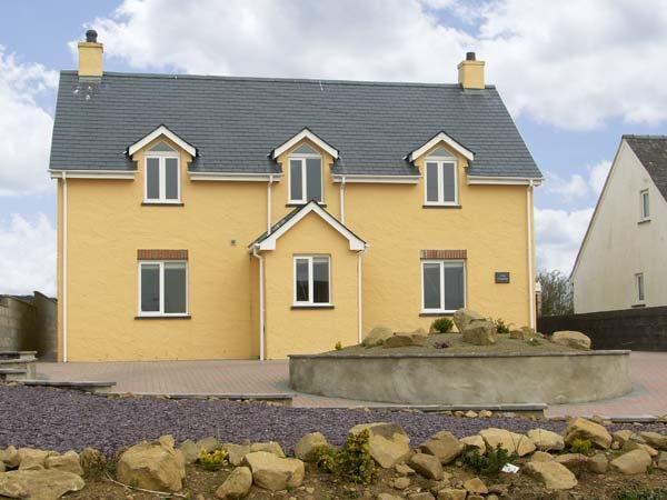 LLAIN GWYNFOR, family friendly, luxury holiday cottage, with a garden in St Davids, Ref 5617 - Image 1 - Saint Davids - rentals