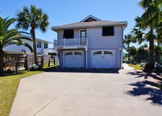 Captain Jack's is a 4 bedroom and 3 bath canal home in Jamaica Beach! - Image 1 - Galveston - rentals