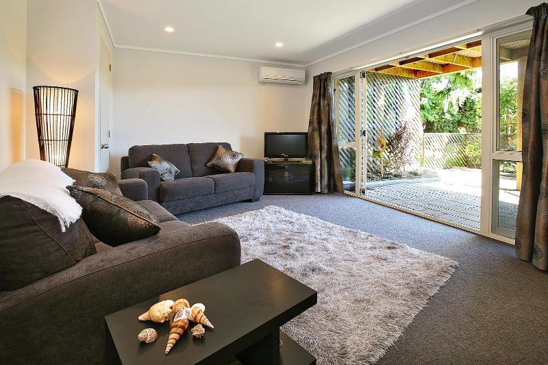 Living area - Self contained 1 bedroom apartment with ensuite - Dunedin - rentals
