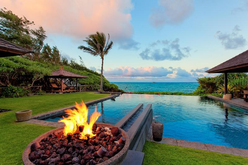 This hidden gem sits on one acre of amazing ocean front land.  This villa is filled with many uniqe accents from the islands and around the world.  For those who appreciate architectural significance, luxurious surroundings and natural beauty this is a pl - Gorgeous North Shore Vacation Homes!! ~ Fabulous Beachfront Escapes!! - Kahuku - rentals