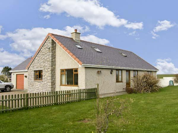 CYSGOD Y MYNYDD, pet friendly, country holiday cottage, with a garden in Cemaes Bay, Isle Of Anglesey, Ref 5642 - Image 1 - Cemaes Bay - rentals