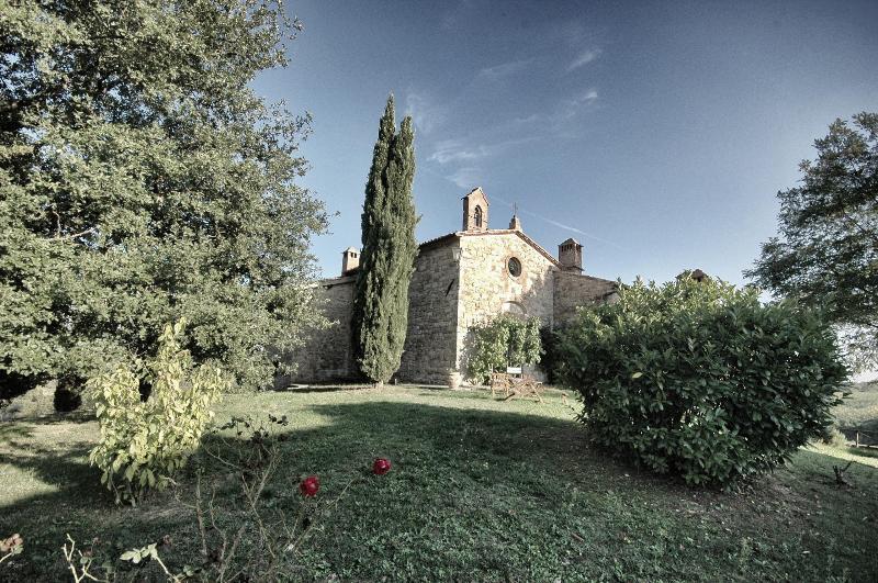 Hilltop Poolside 2 Bedroom Villa in Chianti - Image 1 - Gaiole in Chianti - rentals