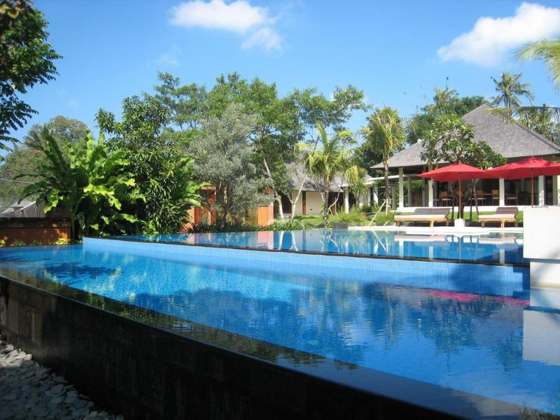Garden & House from Pool - Canggu Bali Family Friendly Villa Astika Toyaning - Canggu - rentals