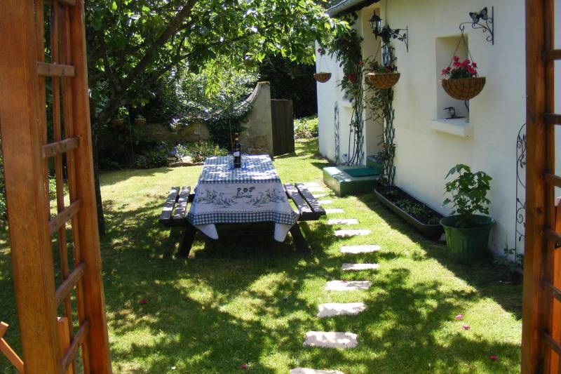Front entrance - Maison Fleurie,rural gîte,Argenton sur Creuse - Argenton-sur-Creuse - rentals
