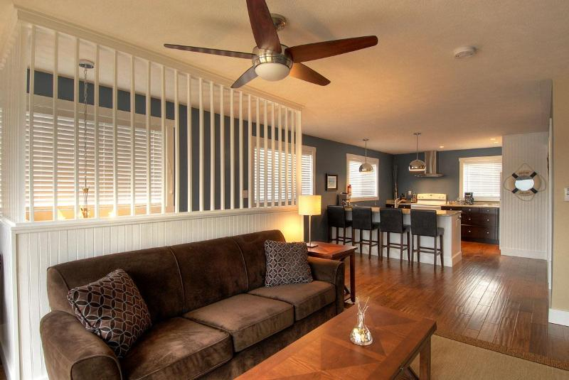 Living Area which overlooks the deck and waterfront - Mac's Shacks Waterfront Cottages - The Lookabout - Lion's Head - rentals