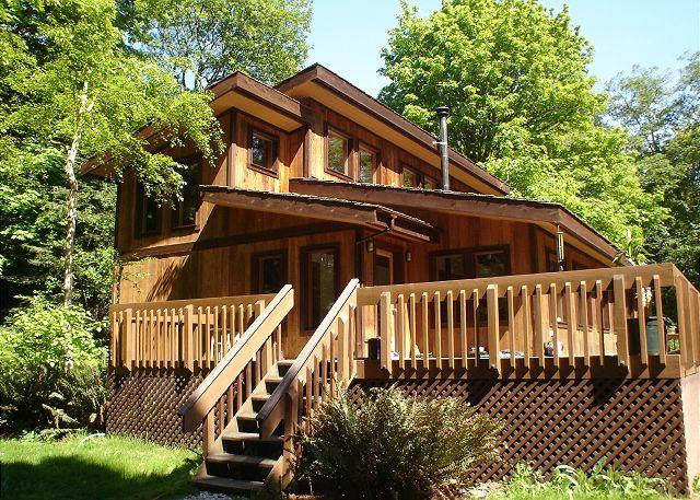 Cozy 3 bedroom, 1 bath cedar home located close to Roche Harbor - Image 1 - Friday Harbor - rentals
