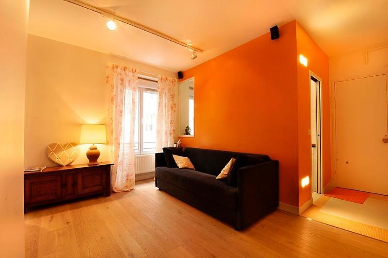 Welcome to your Parisian home - Paris Charming 1 Bedroom  Eiffel Tower Champs Elys - Paris - rentals