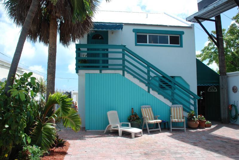 Palm Place - affordable Keys lodging. - Palm Place - Affordable waterfront w/Huge Deck! - Marathon - rentals
