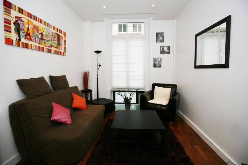 Charming Paris flat for 5 guests with Spa - Image 1 - Paris - rentals