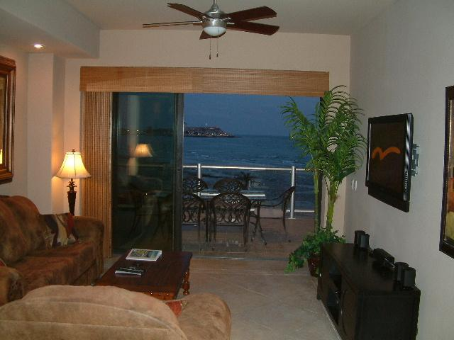 Luxurious Living Room - Las Palomas Cristal 404 Luxury 2 Bed Oceanfront - Puerto Penasco - rentals