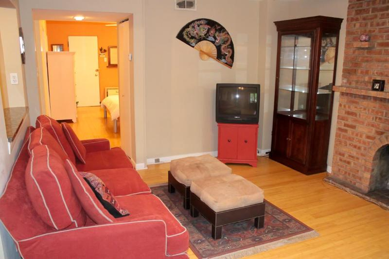 Living Room in Garden Apartment - Garden Apt in Lincoln Park1 Block to L/Red Line - Chicago - rentals