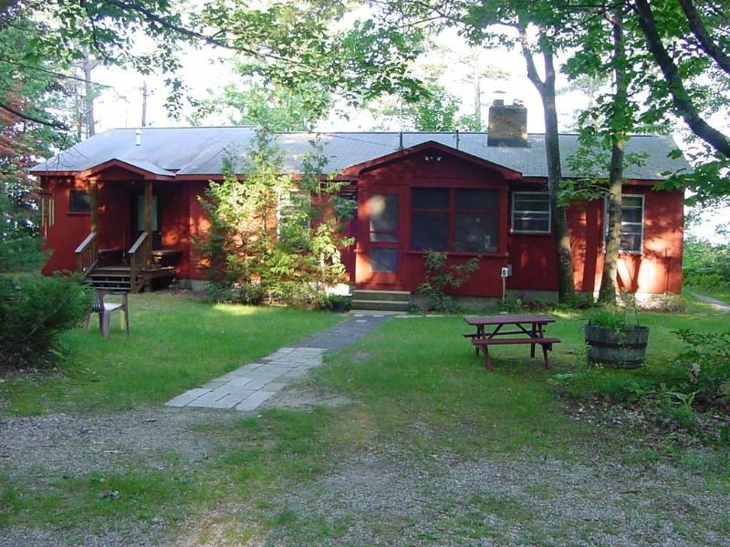 Rear view of cottage from driveway - Gainsley East Bay Cottage Traverse City Michigan - Kewadin - rentals