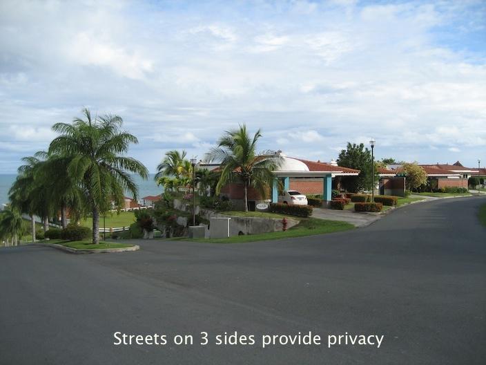 A high, corner lot for privacy - Vista Mar - San Carlos - rentals
