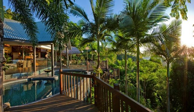 Open plan luxury looking over the Coral Sea - Sapphire Ridge - Palm Cove - rentals