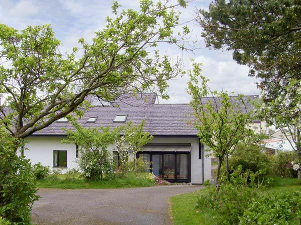 FRON GOED, family friendly, country holiday cottage, with a garden in Caernarfon , Ref 5208 - Image 1 - Caernarfon - rentals