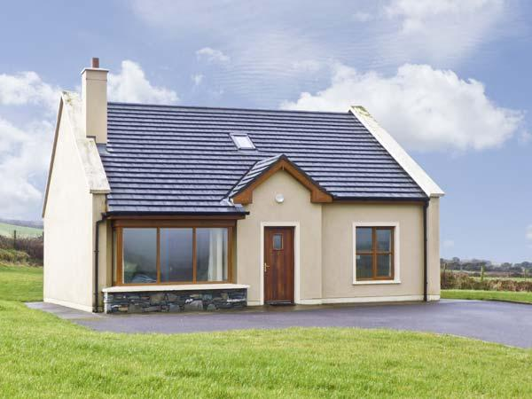 NO. 8 DINGLE PENINSULA COTTAGE, family friendly, country holiday cottage, with a garden in Lispole, County Kerry, Ref 4598 - Image 1 - Lispole - rentals