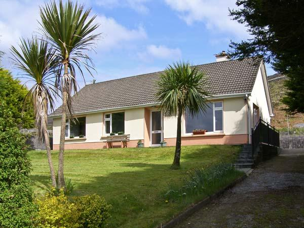 CILL MAOLCEADAIR COTTAGE, family friendly, country holiday cottage, with a garden in Ballydavid, Ref 4632 - Image 1 - Ballydavid - rentals