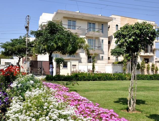 Outside garden - Perch Service Apartments - Gurgaon - rentals