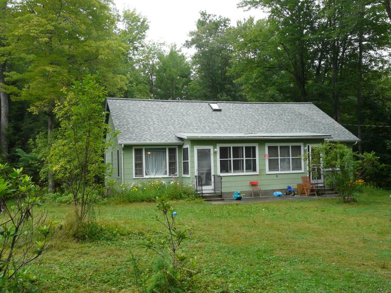 front of the house - Adorable Lakefront Cottage in the Catskills - Ellenville - rentals