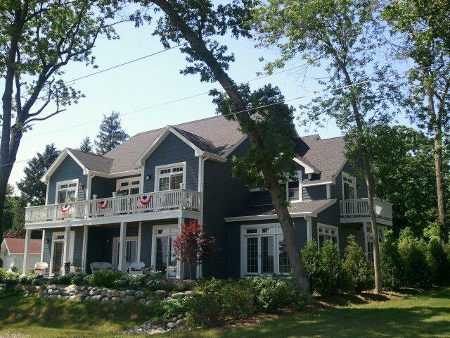 Front of lake side home - Off Season Mid Week $80 per couple / per night - Lake Geneva - rentals