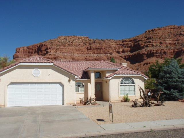 Red Ledges Roost Front View - Great home surrounded by spectacular red cliffs - Kanab - rentals