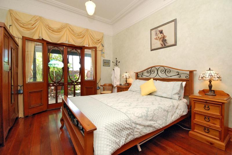 Master Bedroom - Arty 1927 B&B 5 mins from Perth CBD. - Perth - rentals