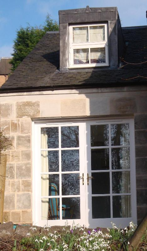 Your private entrance - Retro style 1 bed cottage in trendy west Glasgow - Glasgow - rentals