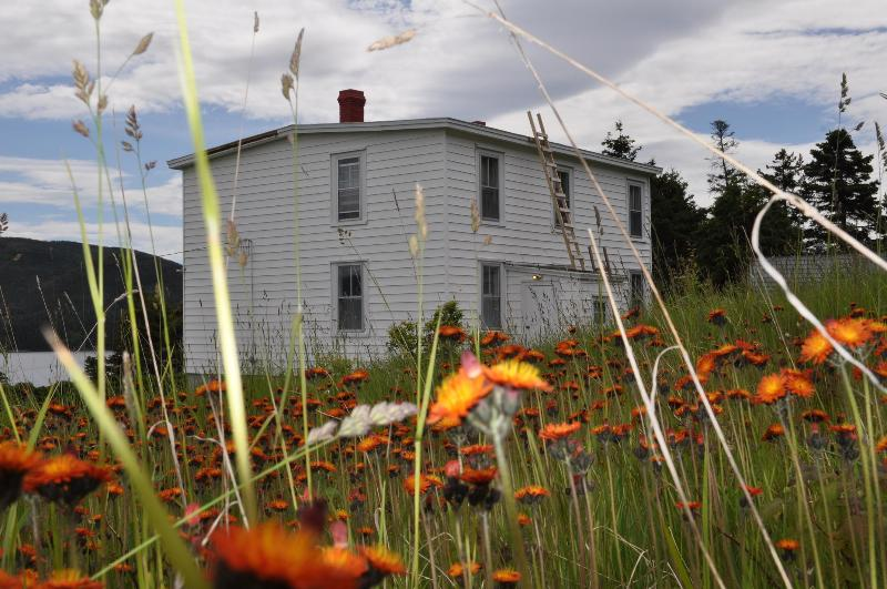 Grandmother's House - GRANDMOTHER'S HOUSE - Woody Point - rentals