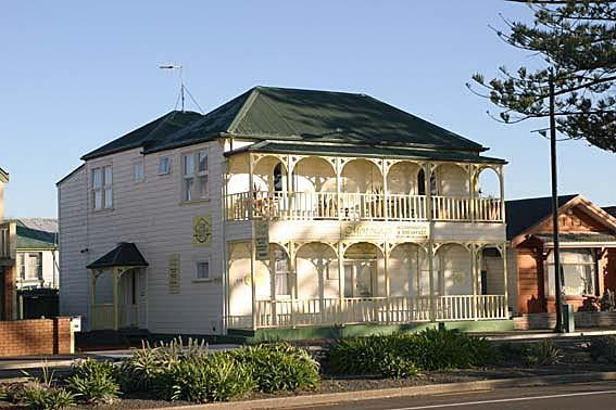 Mon Logis Historic Building - Mon Logis luxury Bed & Breakfast  Marine Parade - Napier - rentals