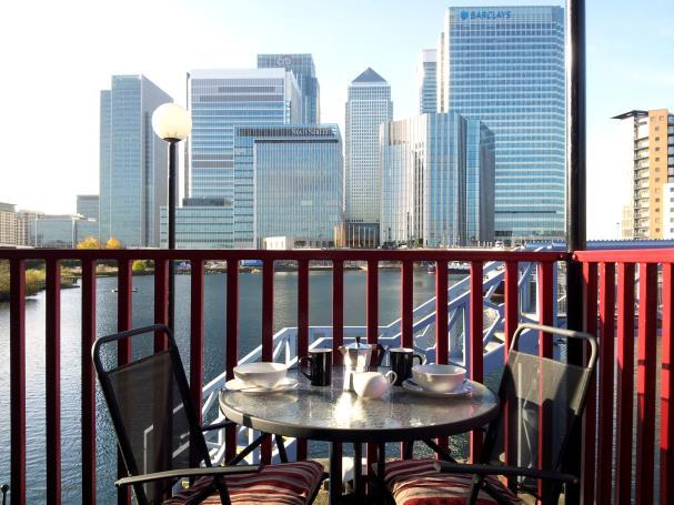 Coffee on the balcony on a sunny day - Canary Wharf London Docklands 2 bed harbour view - London - rentals