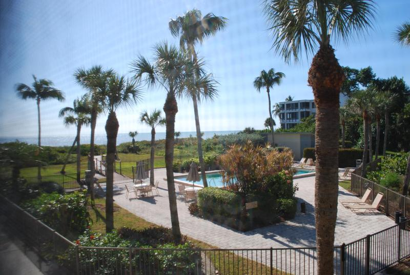 View from the Screened Lanai of the Gulf of Mexico and pool ! - Gulf Front Complex, Renovated 2 Bd Condo Free Wifi - Sanibel Island - rentals