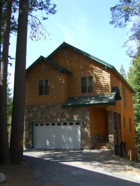 Gorgeous Mountain Cabin with game room and 4 car parking - Gorgeous 6 bedroom Cabin, slps 12 with game room! - Shaver Lake - rentals