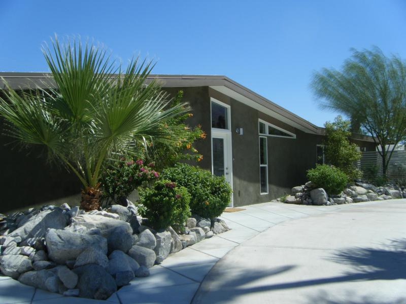 Mid Century Palm Springs design by Palmer and Krisel - Via Miraleste-2x FlipKey Award Winner+Best Reviews - Palm Springs - rentals