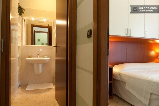 camera e bagno - Appartamenti  Ca'   Di   Cozzi - Verona - rentals