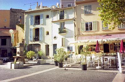 View of apartment from square - Townhouse apartment in Frejus on the Cote d'Azur - frejus - rentals