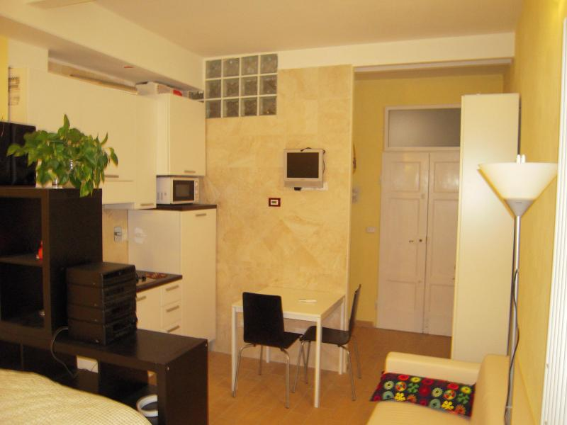 Cute studio in the old town - Image 1 - Bologna - rentals
